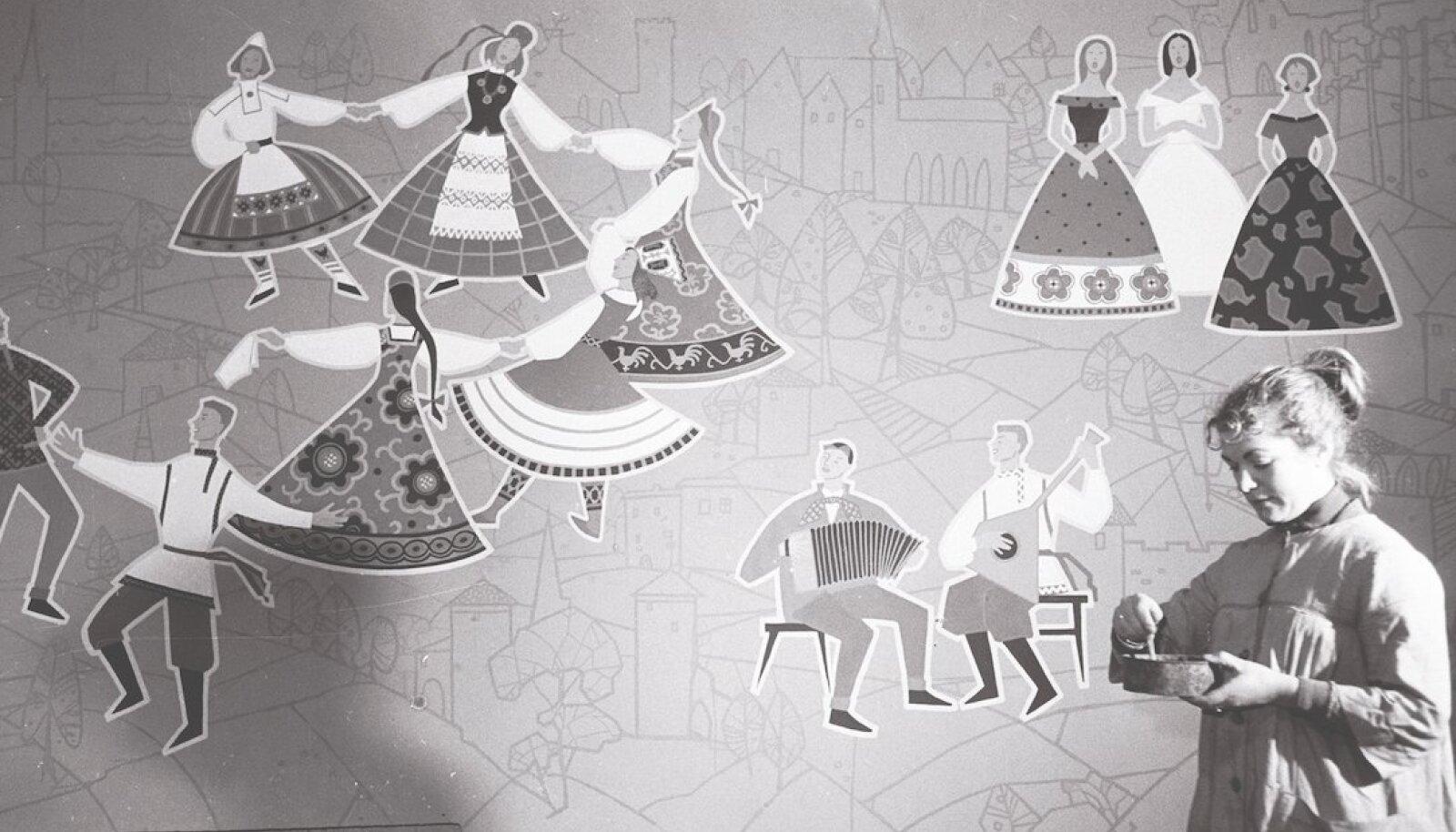 Kunstrnik Valli Lember-Bogatkina loob Majaka kultuurimaja pannood teemal rahvaste sõprus, 1956. a