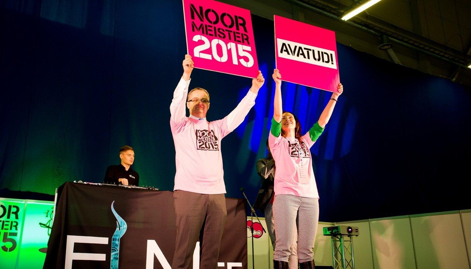 Stardipaugu võistlejatele andsid Haridus- ja Teadusministeeriumi kantsler Janar Holm ja Innove juhatuse liige Birgit Lao-Peetersoo