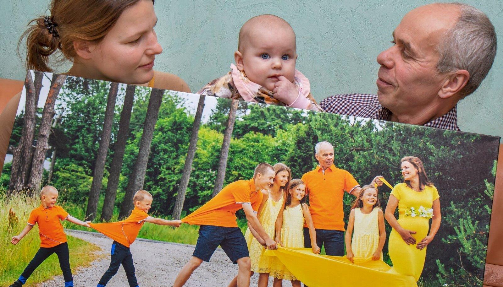 """""""Me otsime väljapääsu. Kui ainus väljapääs on Soomes, siis tulebki minna,"""" teatavad Mari-Liis ja Maido Kaljur. Nendega koos on pesamuna, kolmekuune Mirt. Teisi lapsi saab näha suurel perepildil."""