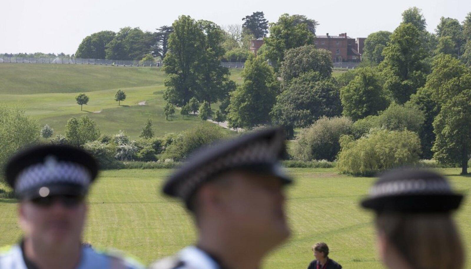<em>Ümbruskonnas liigub palju politseinikke, helikoptereid ja kasutusele on võetud palju erinevaid turvameetmeid.</em>