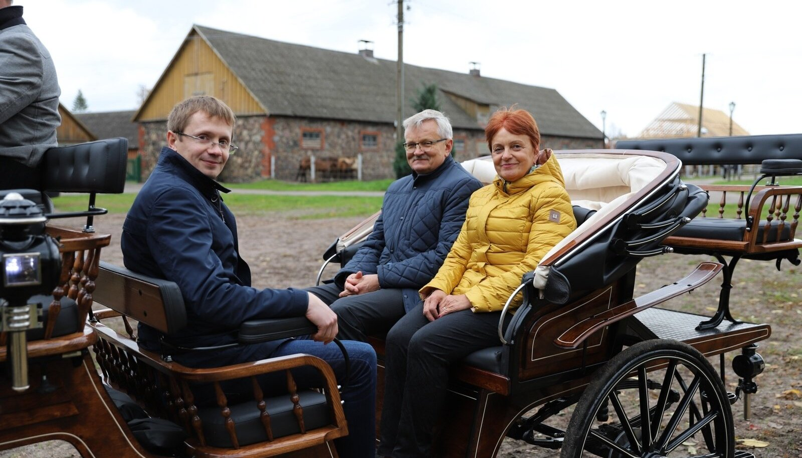 Marko Gorban, Tarmo Tamm ja Merli Sild kogemas maaelu Tori hobusekasvatuse näitel.