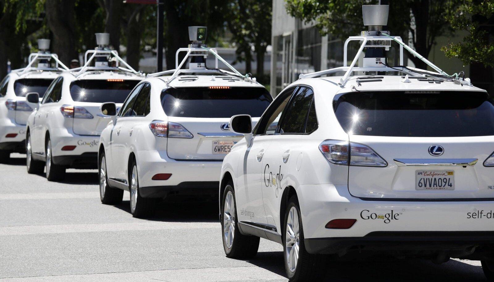 Google'i isejuhtivad Lexuse maasturid Californias. (Foto: AP)