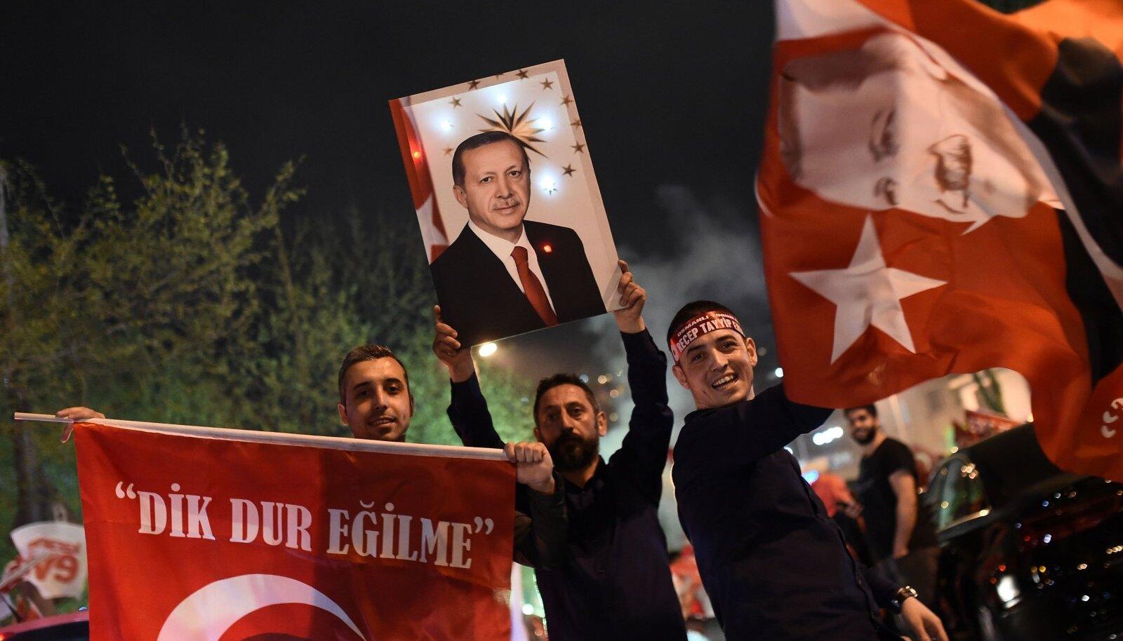 """""""Jah""""-poole toetajad pühapäeva õhtul Istanbulis"""