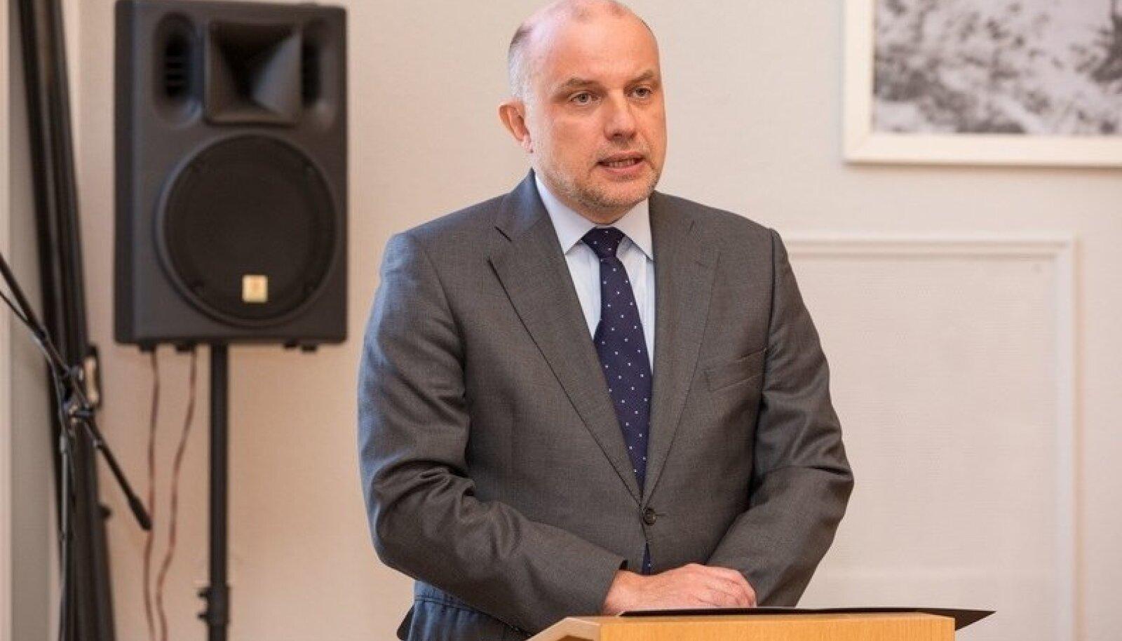 Kaitseminister andis tunnistused vastsetele riigikaitseõpetajatele