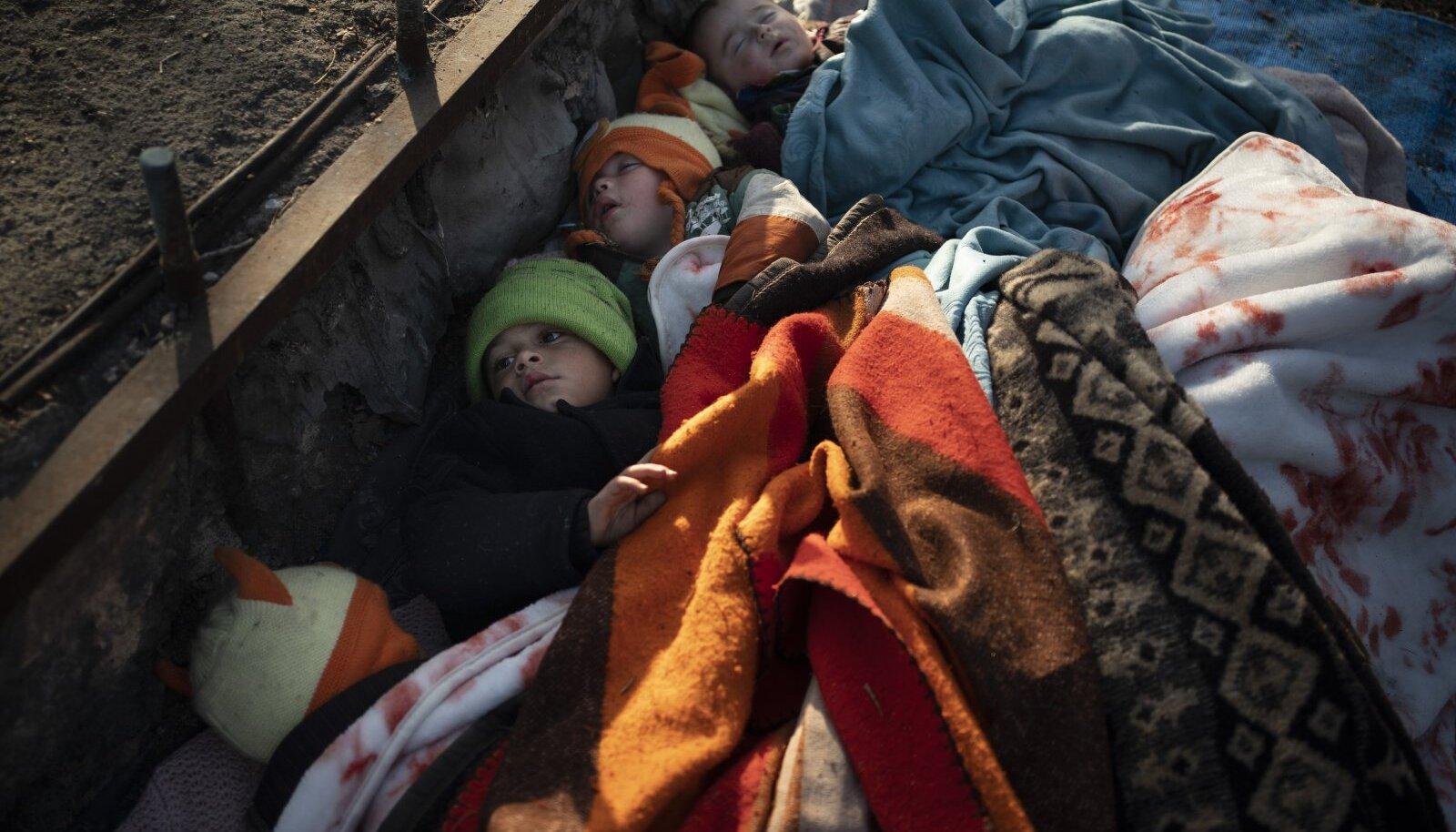 Süüria lapsed selle aasta märtsis Kreeka-Türgi piiri ääres bussipeatuses.