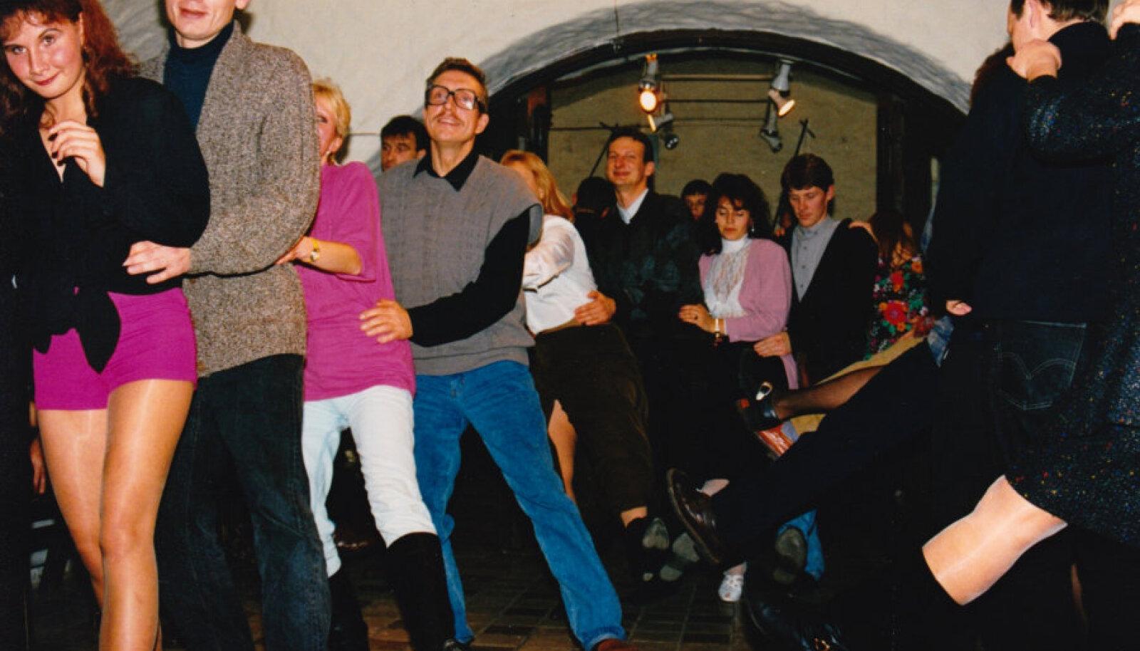 Näituse avamine Illegaardi galeriis 1993. aastal