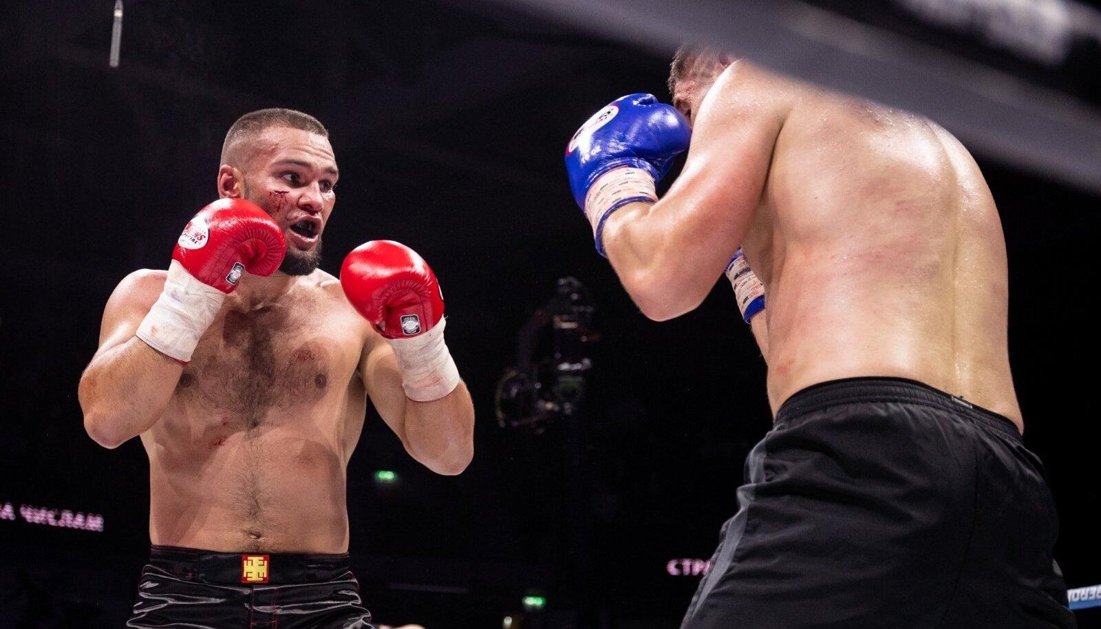 Maksim Vorovski (vasakul) 2018. aastal Number One Fight Show'l.