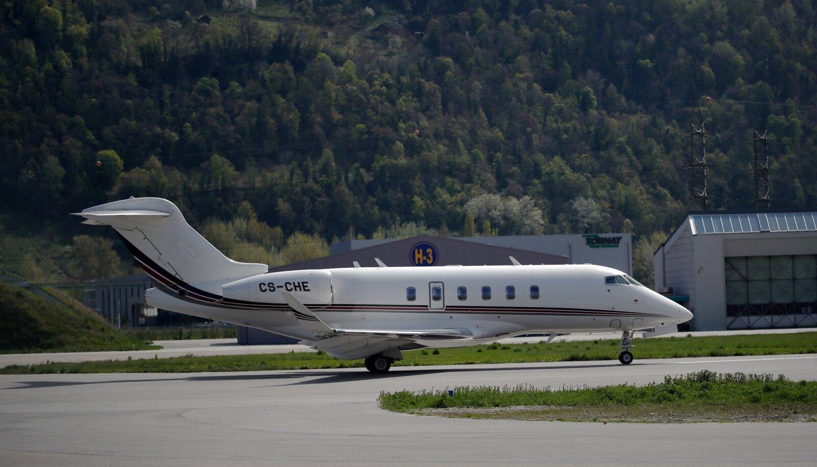 NetJetsi lennuk Šveitsis Sioni lennuväljal.