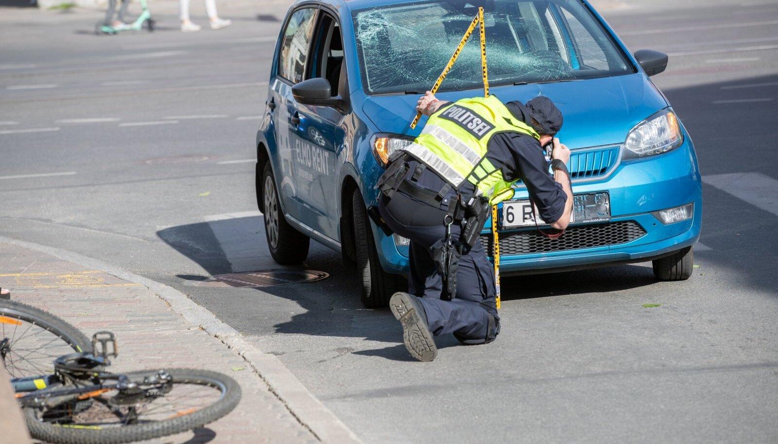 Tallinnas Mere pst-l sai jalgrattur vigastada.