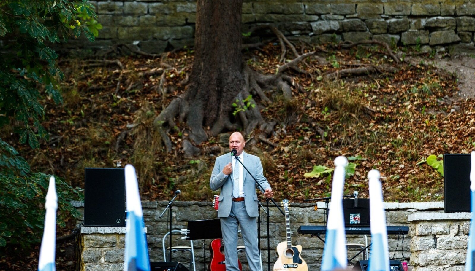 23. augustil 2018 pidas Mart Helme Tallinnas Hirvepargis kõnet. 23. augustil peeti Hirvepargis kõnesid 1987. aastast alates, aga laulva revolutsiooni aegsetel üritustel, sh Hirvepargi kogunemistel Helme ei käinud. Tema hakkas Hirvepargis kõnesid pidama alles siis, kui Eesti oli iseseisev ja selle eest Siberisse saatmine enam ei ähvardanud.