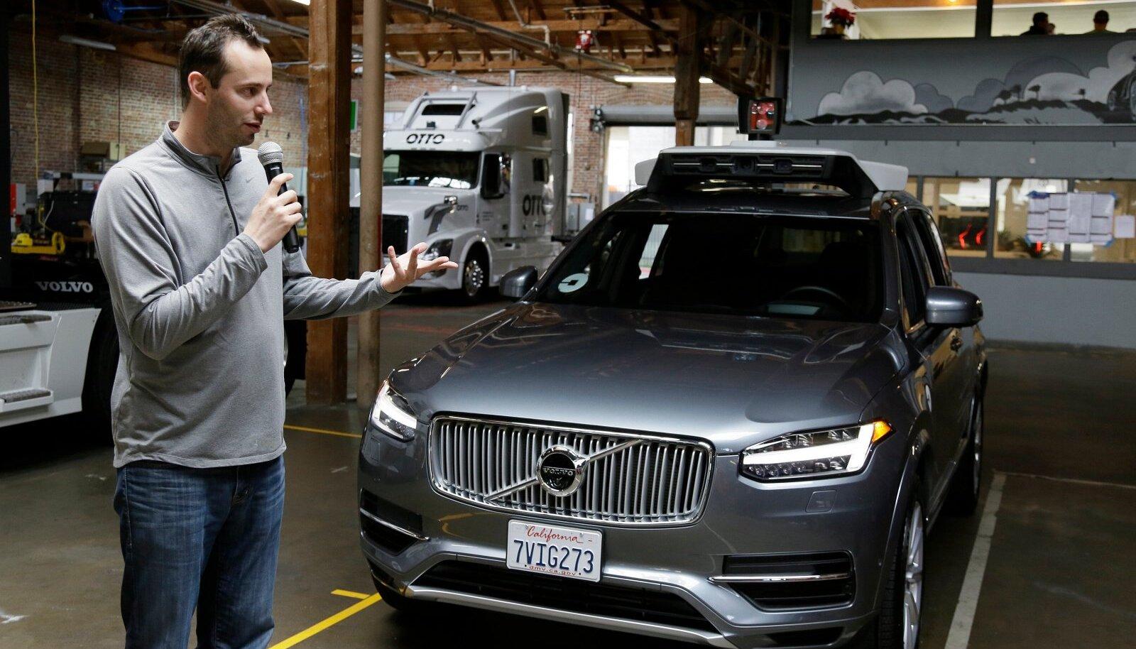 Anthony Levandowski tutvustas 2016. aasta lõpus juba Uberi isesõitvat autot.