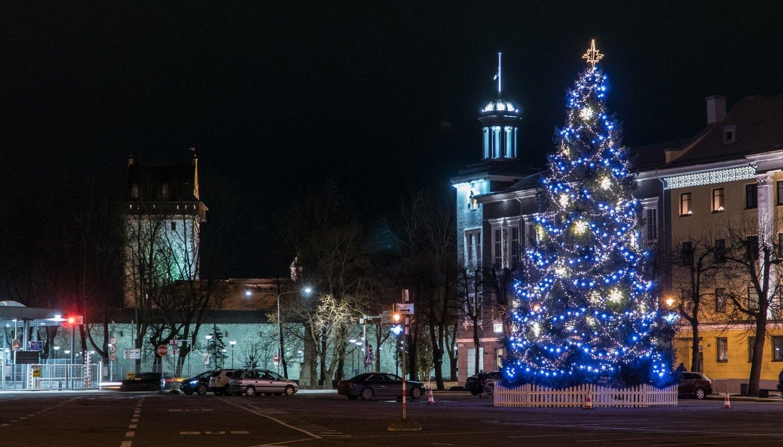Narva ja Jõhvi jõulupuud