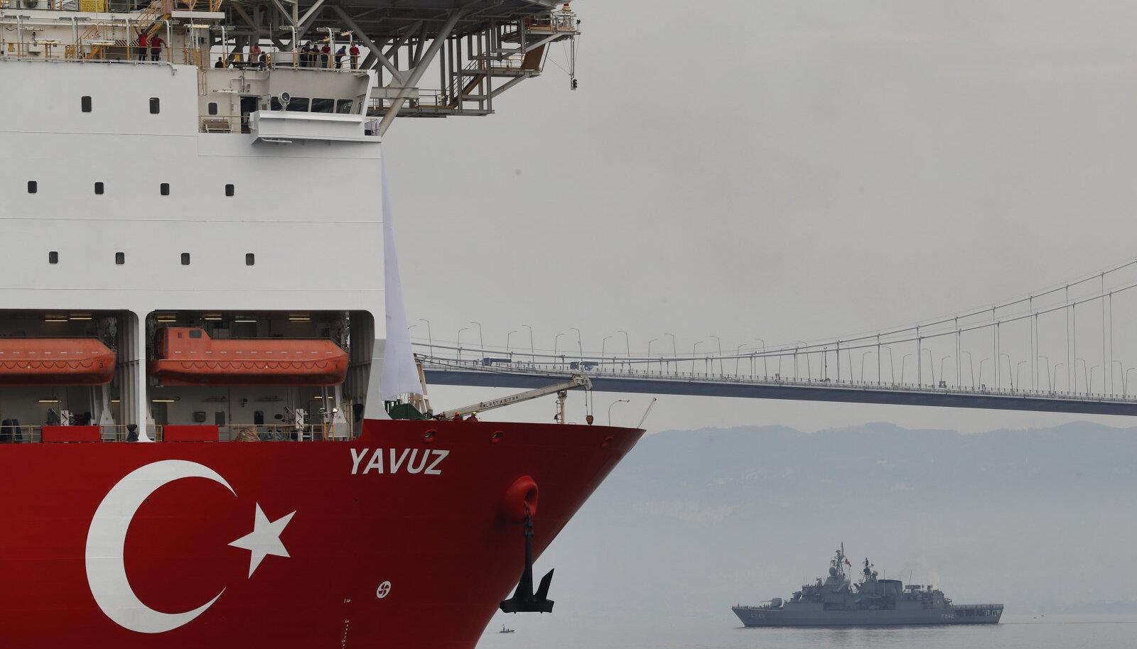 230-meetrist puurlaeva eskortis sadamast Vahemerre Türgi mereväe alus