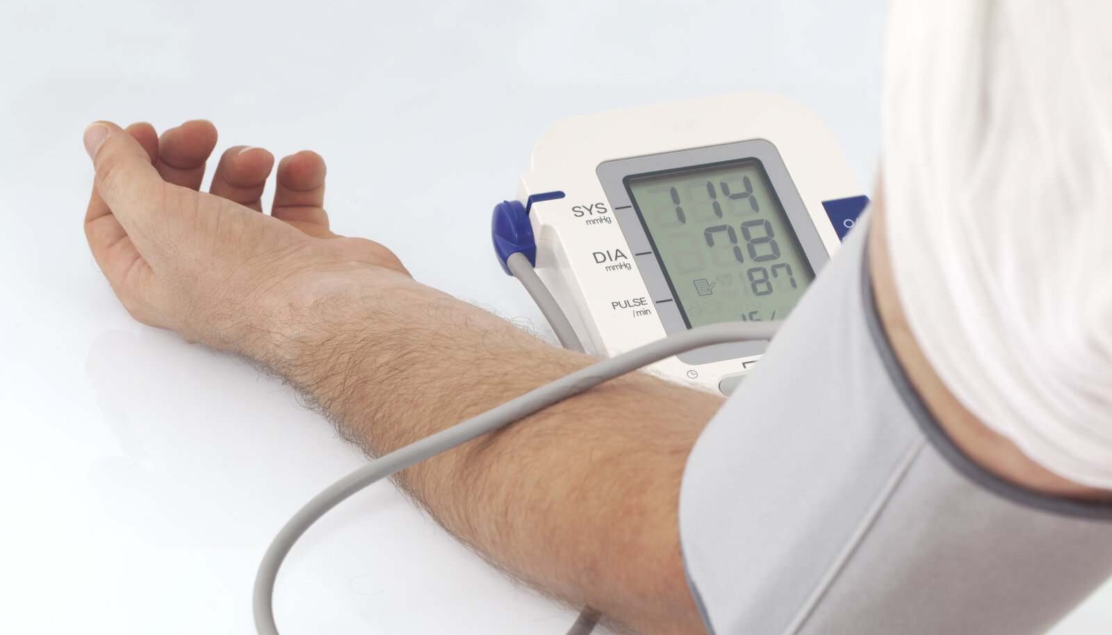 Foto allkiri: Vererõhu mõõtmiseks eelistage võimalusel õlavarremansetiga aparaati.