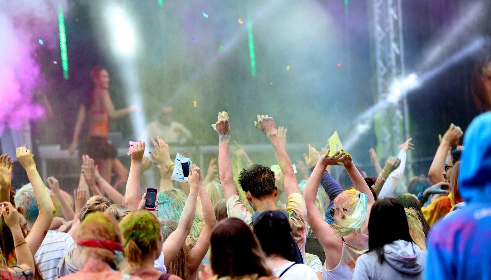 Värvifestival Tallinna Lauluväljakul
