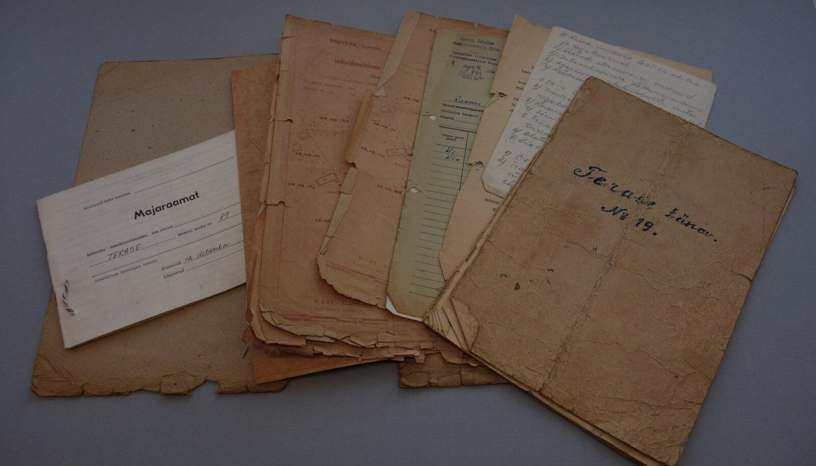 Vanad kaaned on väsinud. Dokumendid oma kodu ja selle endiste elanike kohta väärivad toekamat säilitusümbrist.