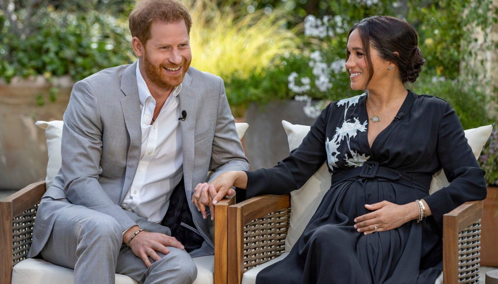 Oprah' intervjuus oli ka helgeid hetki. Näiteks teatas Harry rõõmust särades, et väike Archie saab endale õe, sest Meghan ootab tüdrukut.