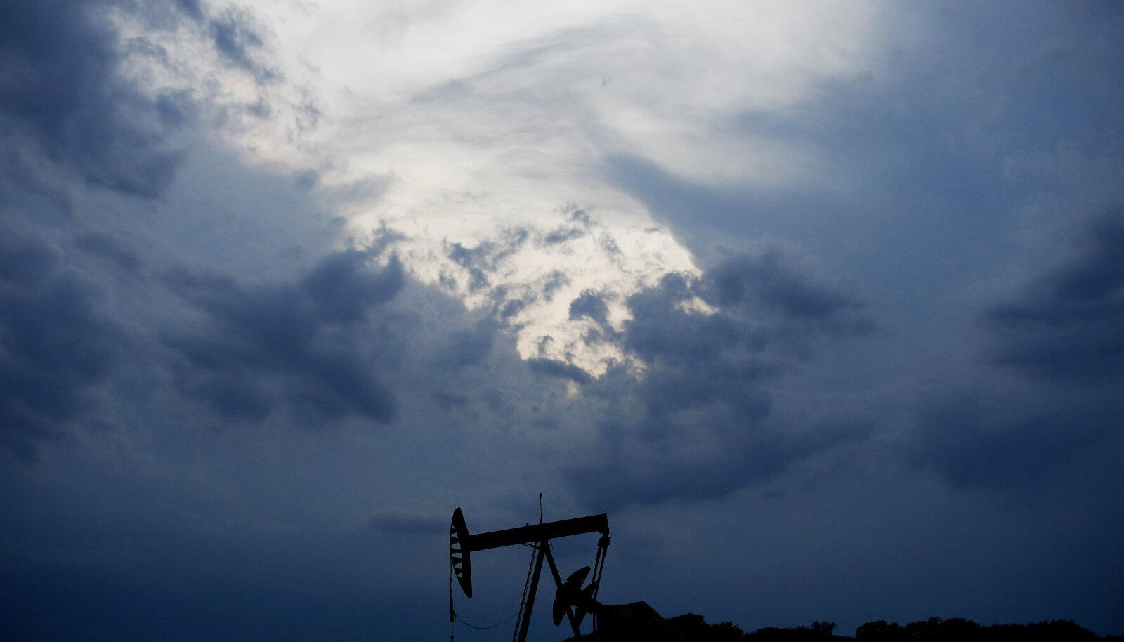 Tumedad pilved kogunevad naftatootjate kohale
