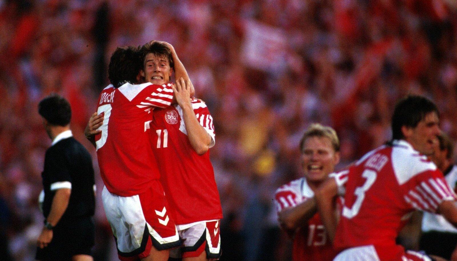 Taani koondise suurim staar oli 1992. aastal Brian Laudrup (nr 11). Tema veelgi kuulsam vend Michael jäi tüli tõttu EM-ist eemale.
