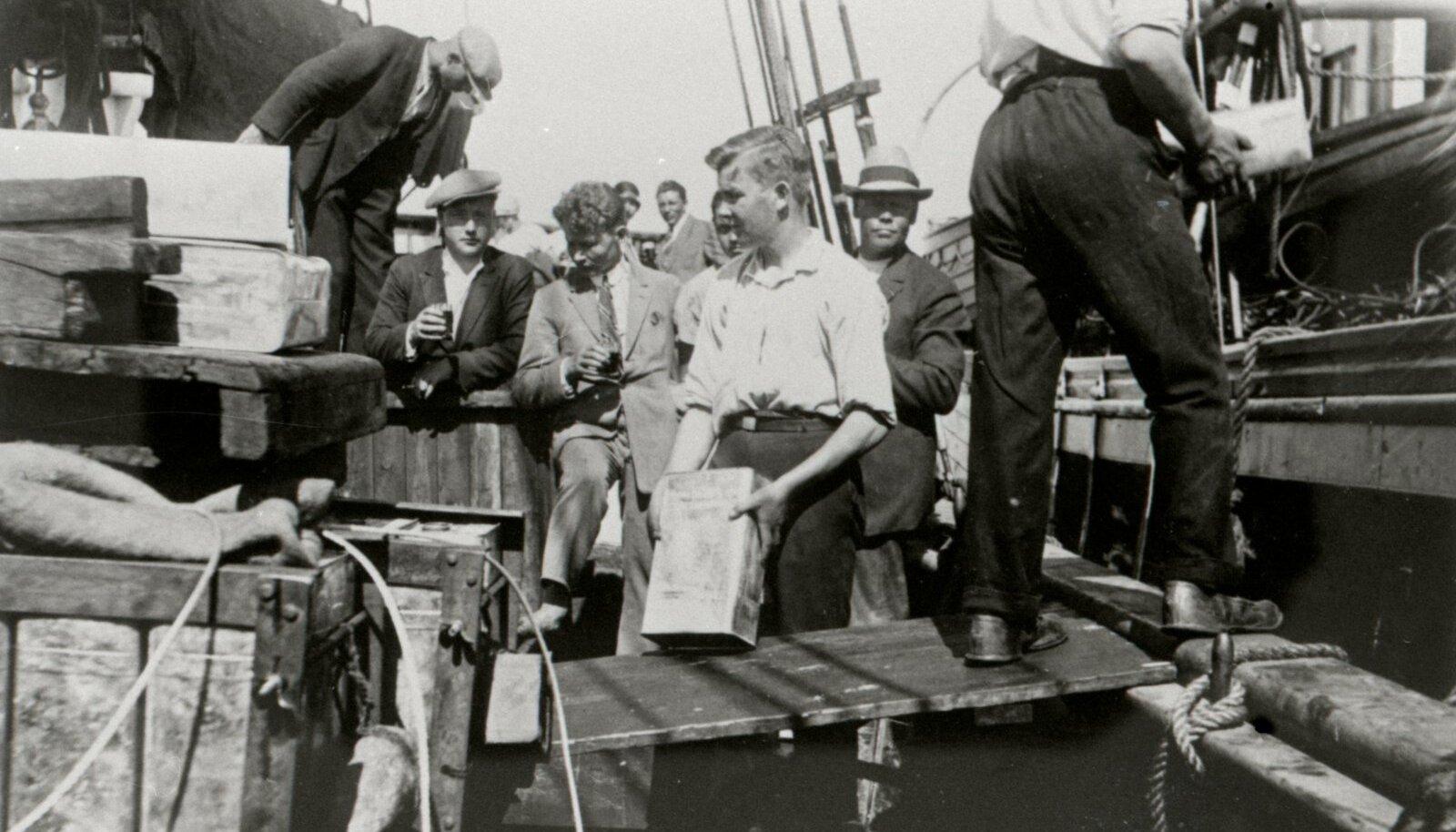 Salapiirituse lastimise foto on tehtud 1926. aastal Soome lahel.