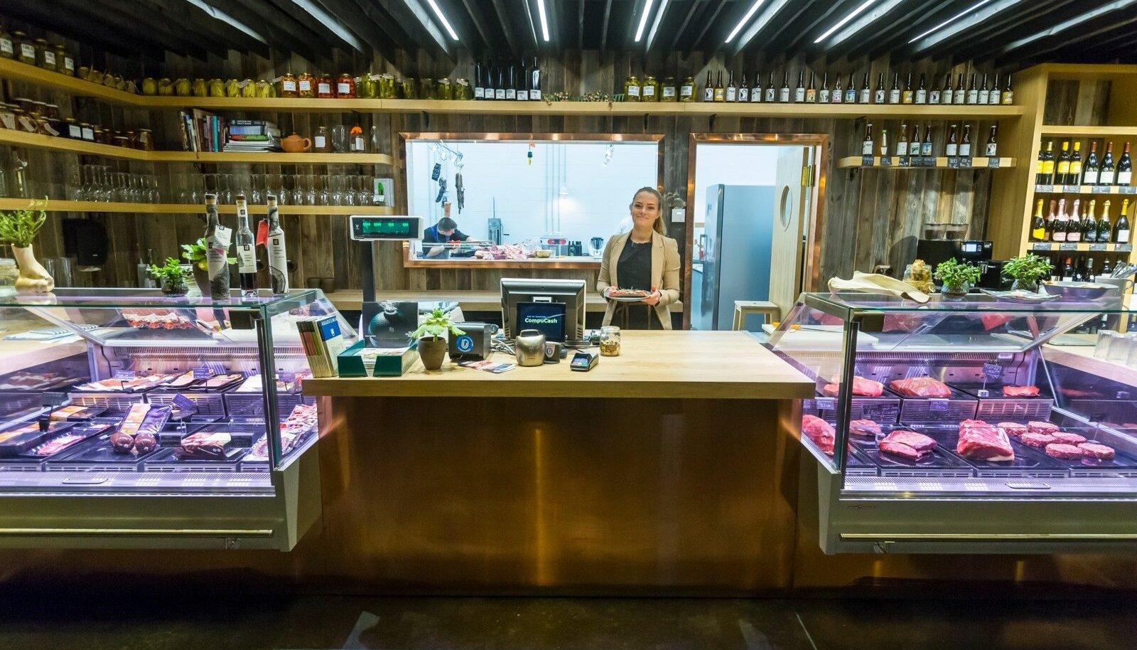 Mari-Liis Somelar juhib Tartus Lihuniku äri, samal ajal kui tema ema ja vanaisa kasvatavad Mõnistes lihaveiseid.