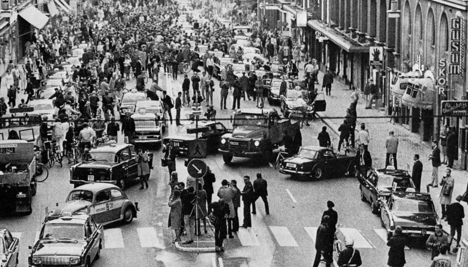 Kungsgatan Stockholmis 1967, päeval, mil teepoolt tuli vahetada.
