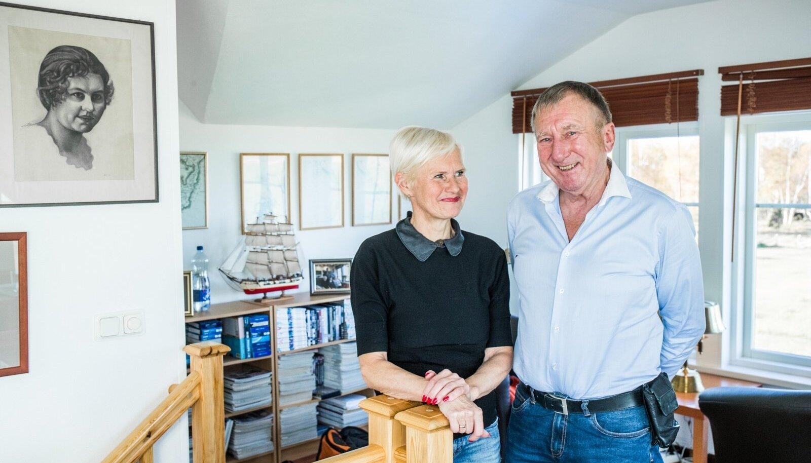 Ann ja Enn Meri tunnevad rõõmu ning naudingut oma mereäärsest kodust Sõrves Rahuste külas.