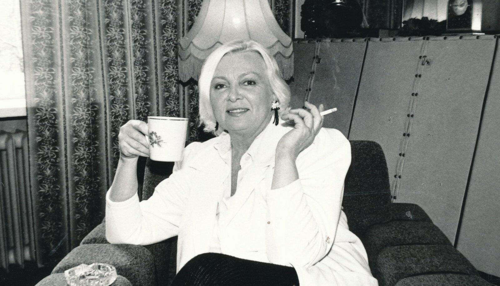 ELEGANTNE Ada Lundver.