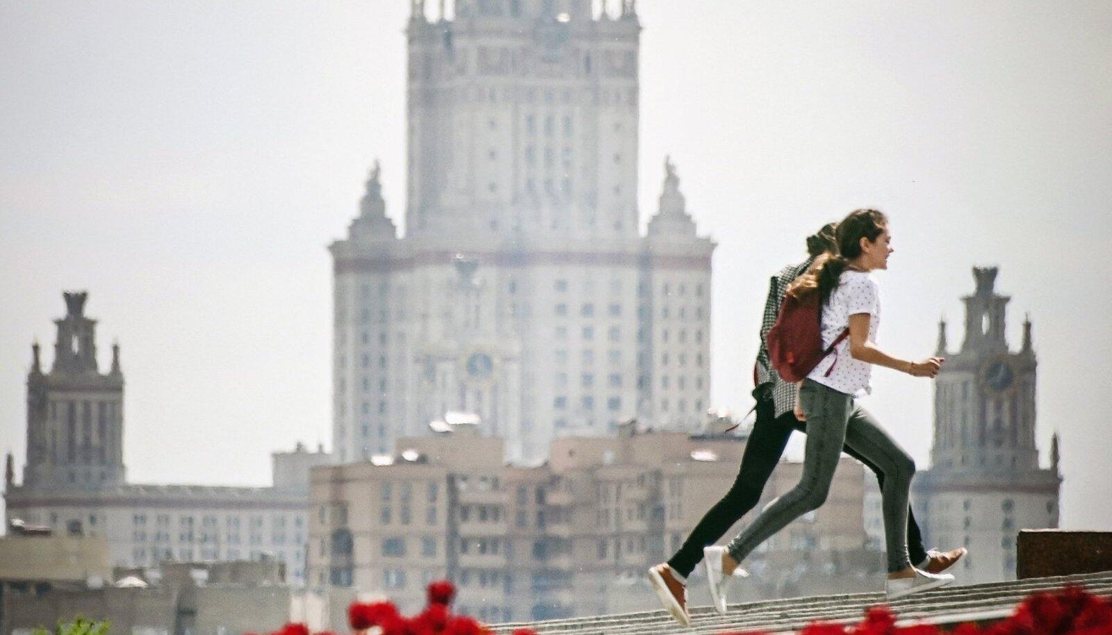 Moskva riiklikus ülikoolis võib sügisest hakata õppima erakordselt noor tudeng. Pildil Moskva ülikooli peahoone