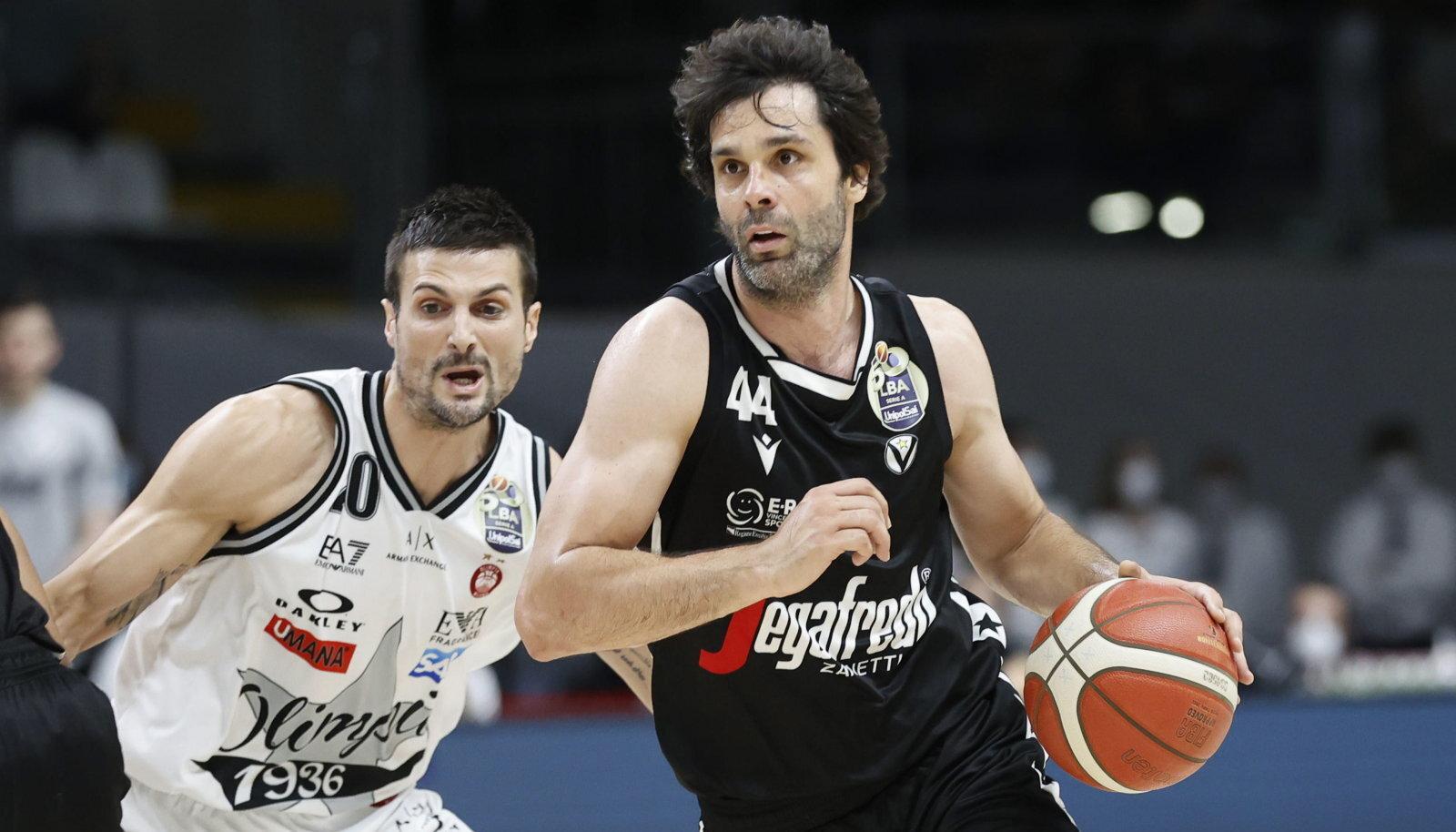 Miloš Teodosic (paremal) valiti finaalseeria MVP-ks.