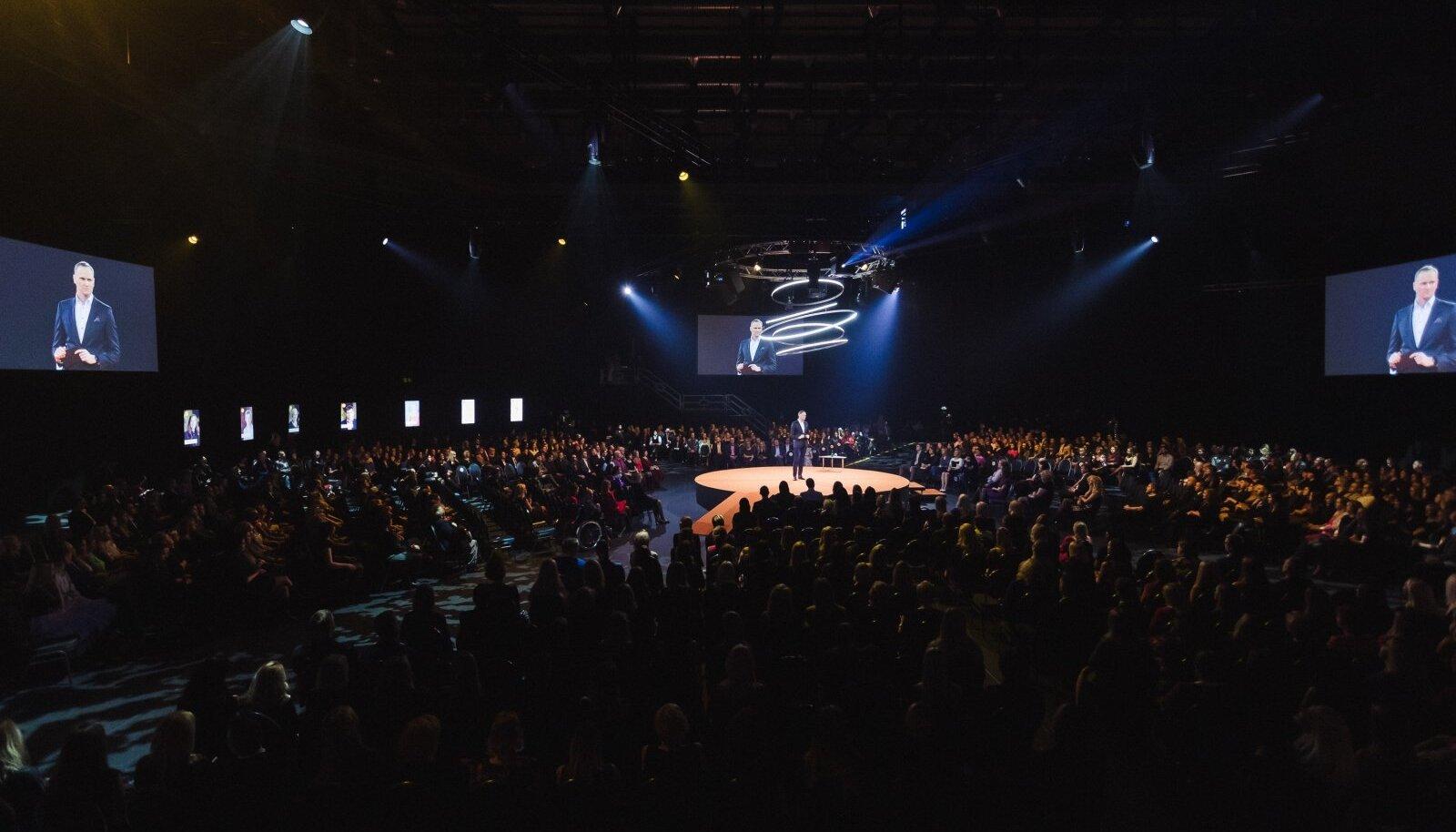 Tänavu 1. veebruaril Saku suurhallis toimunud Swedbanki aasta galal oli 1300 osalejat. Seekord pidu ei tule, vaid kohtutakse omavahel interneti kaudu võilooduses, sest ühisürituste traditsiooni tahetakse hoida ka praegu.