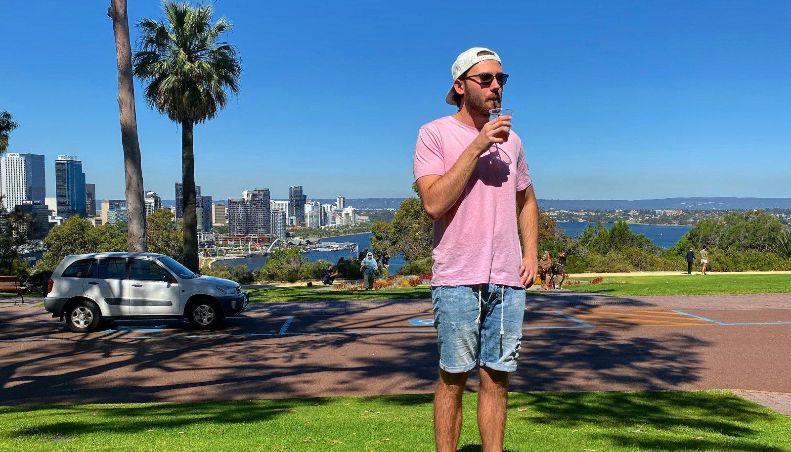 Henri Vajak ja vaade Perthi kesklinnale Kings Parkist