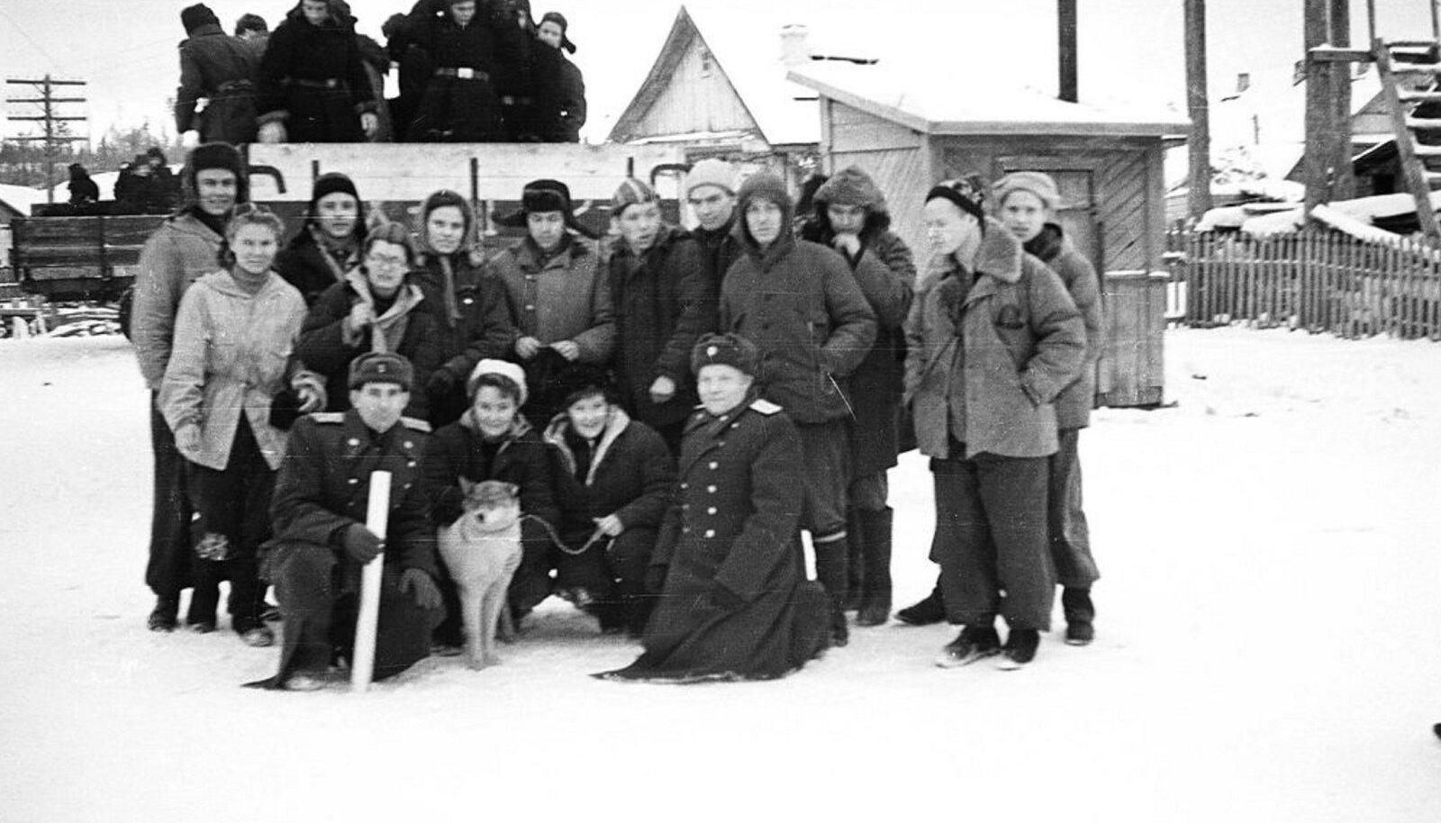 SAATUSELE VASTU: Ühe hukkunud matkaja Georgi Krivoništšenko fotokaamerast leitud grupifoto.
