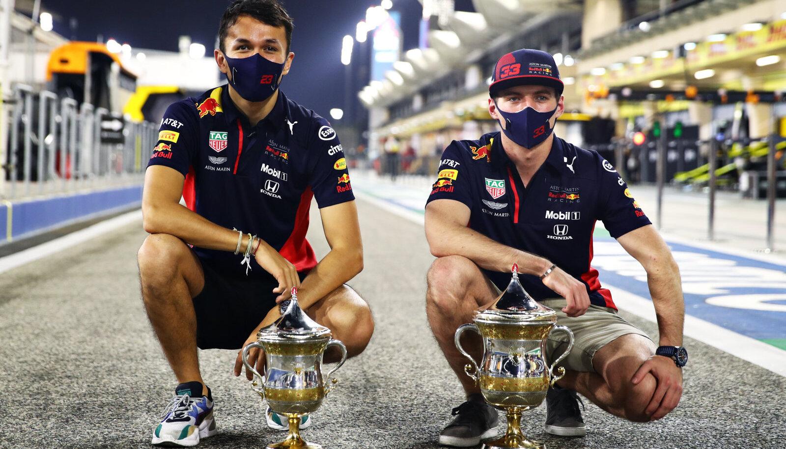 Alexander Albon ja Max Verstappen Bahreinis, kus Verstappen sai teise ja Albon kolmanda koha.