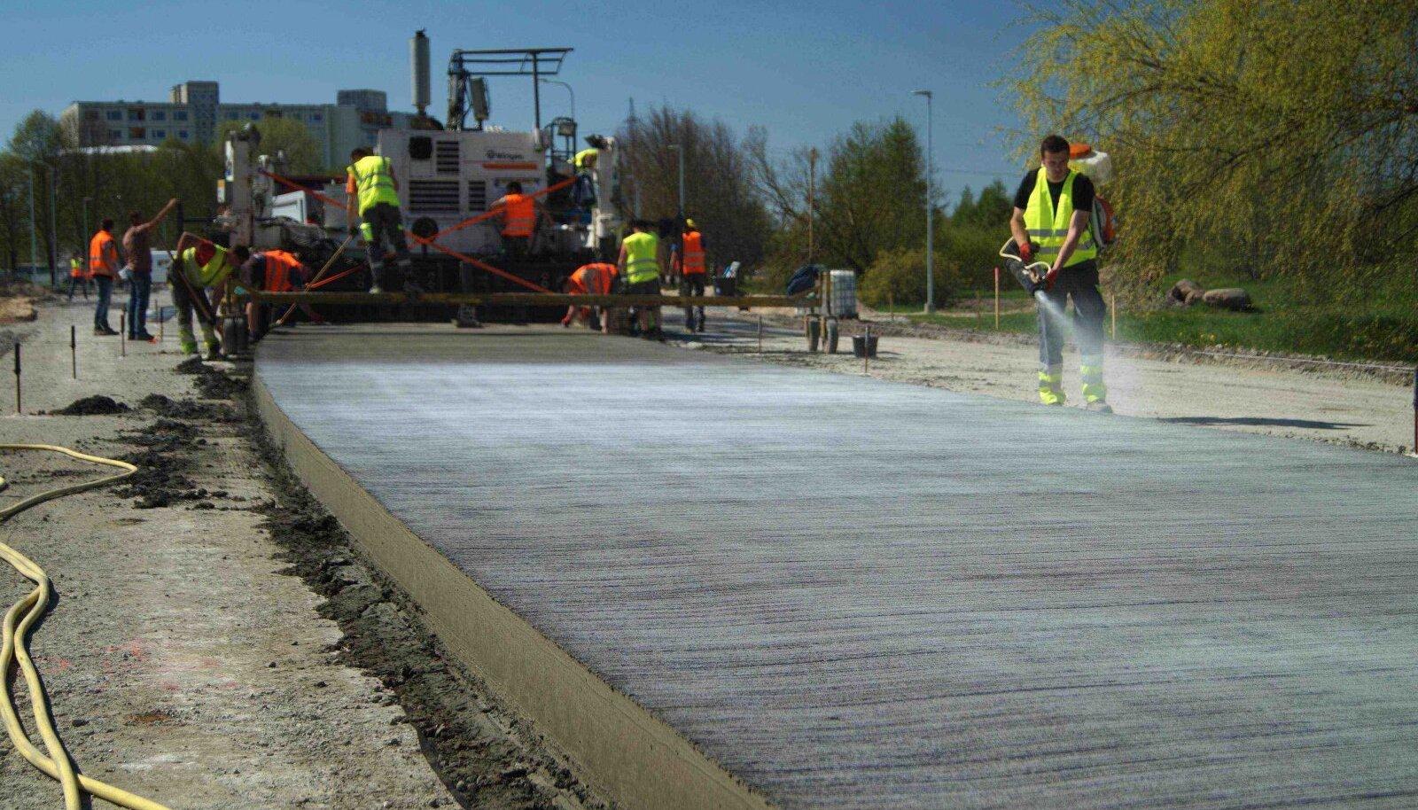 Eks aeg annab arutust, kuidas Tallinnas valminud Paldiski maantee betoontee katselõigul läheb.