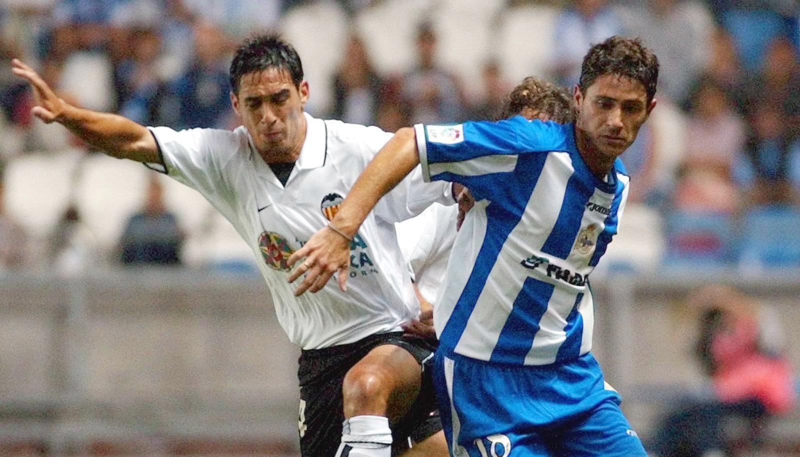 Victor Sanchez (vasakul) mängijana Deportivo La Coruna särgis 2002. aasta Hispaania superkarikamängus Valencia vastu.