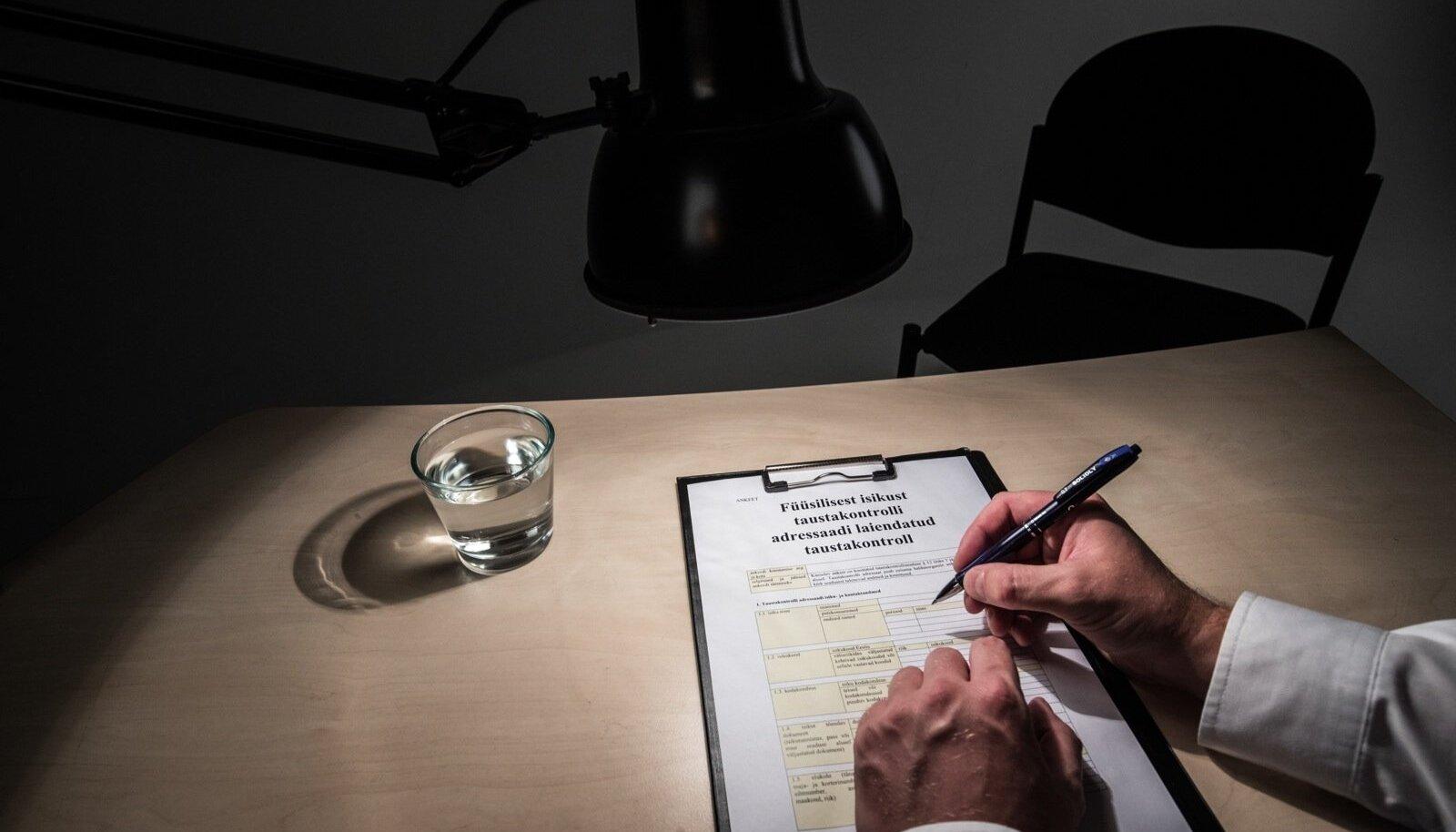 Kuigi seaduse tulevik on endiselt lahtine, on tõenäoline, et varsti peavad vähemalt 50 küsimusele vastama paljud ametnikud ja riigihangetel osalevate ettevõtete esindajad.