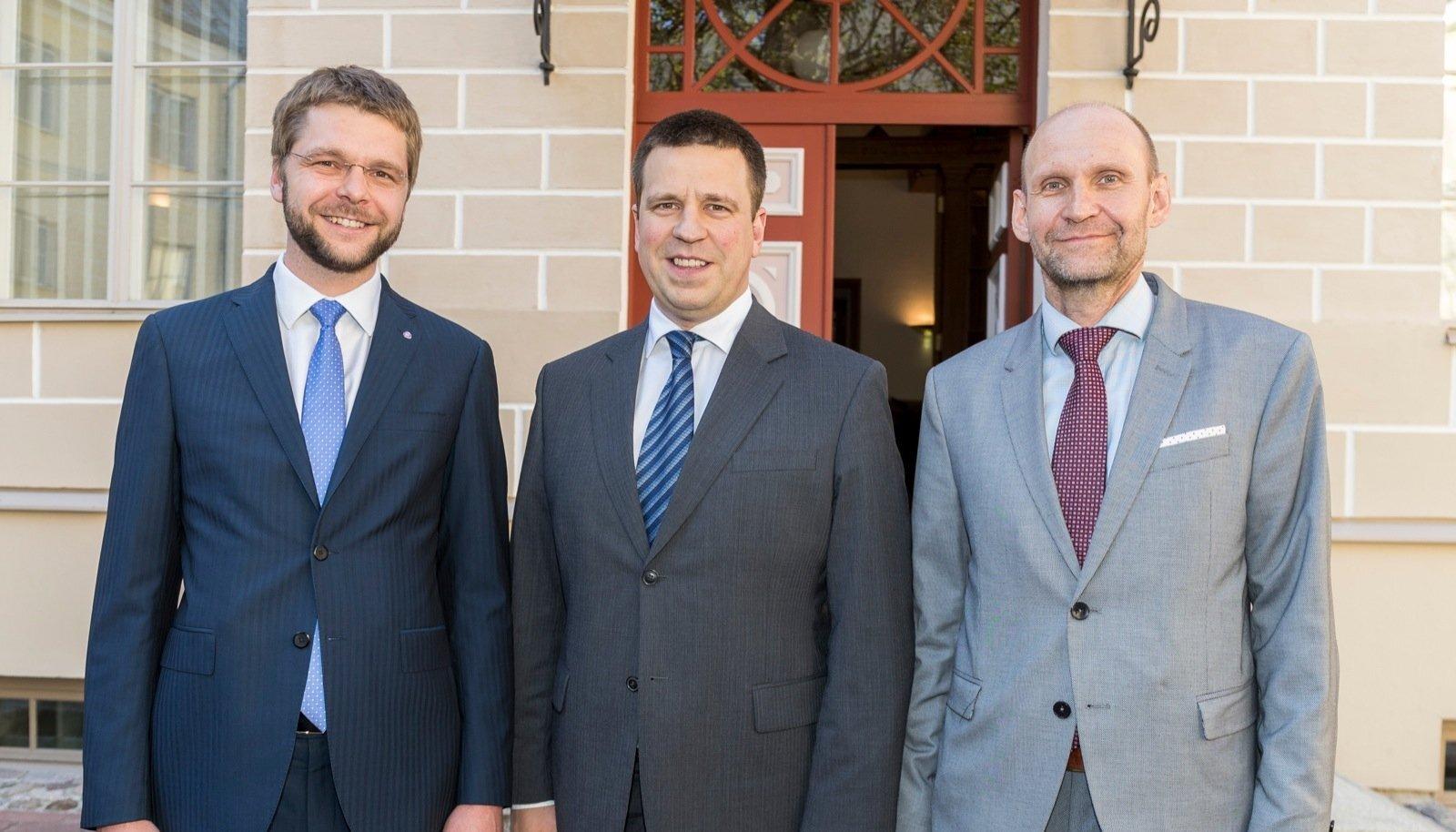 Valitsuskoalitsioon tegi Stenbocki majas seoses IRLi värske esimehe Helir-Valdor Seederi algatatud maksuaruteludega ühisavalduse.