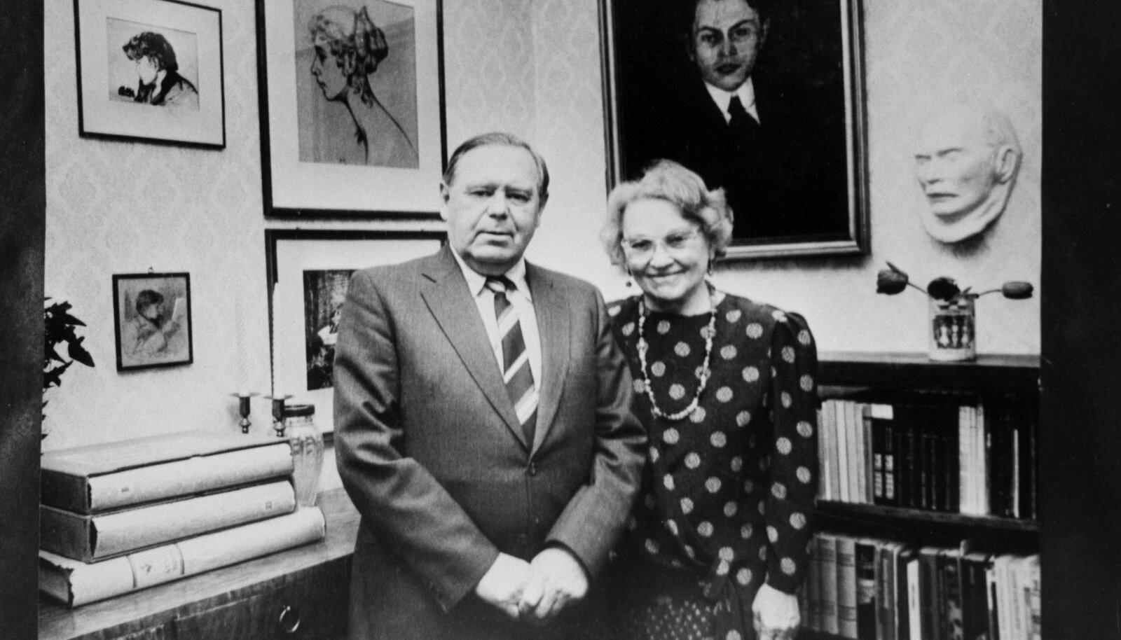 Kalju Lepik koos abikaasa Astaga 1990. aastal Underi ja Tuglase Kirjanduskeskuses
