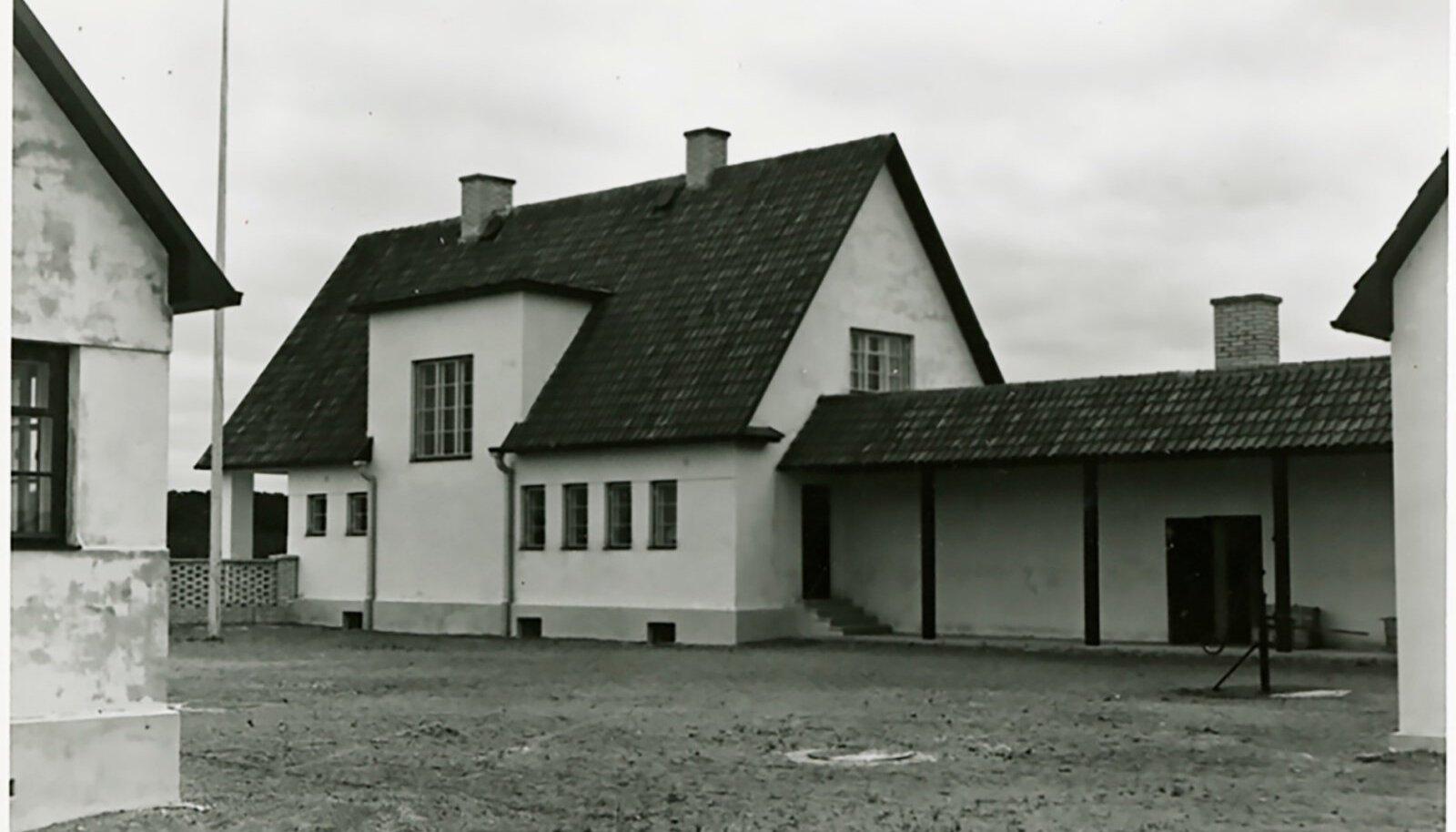LAGLE TALU: Kirjanik August Mälgule kingitud talu projekteeris arhitekt Edgar Velbri.