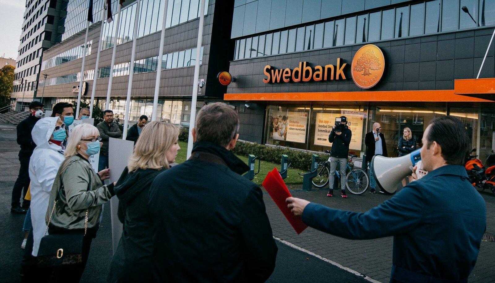Meeleavaldus Swedbanki peakontori ees
