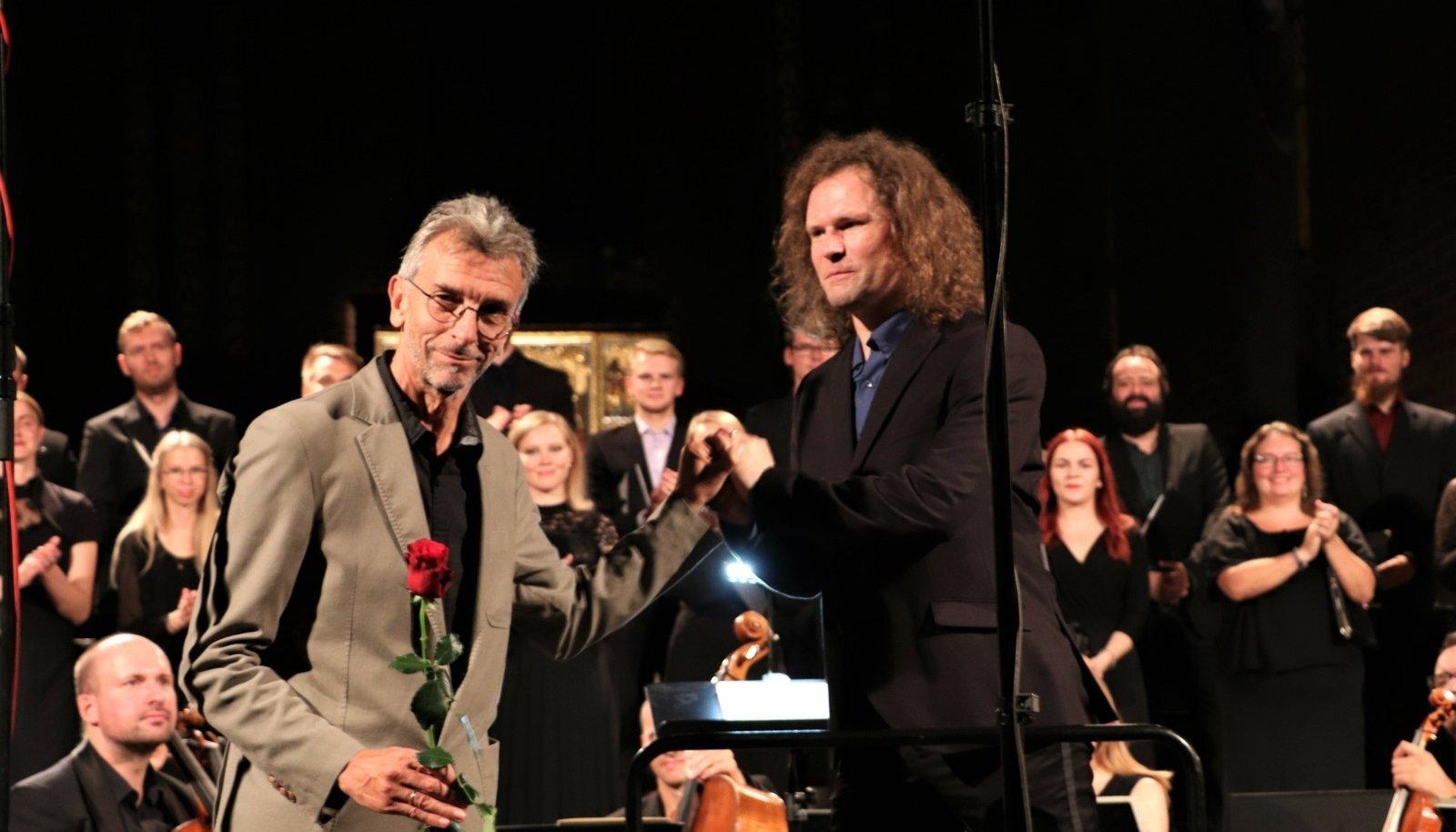 """Helilooja Erkki-Sven Tüür ja dirigent Endrik Üksvärav. Kahetunnise kontserdi lõpetas lisalugu, Arvo Pärdi """"Vater Unser""""."""