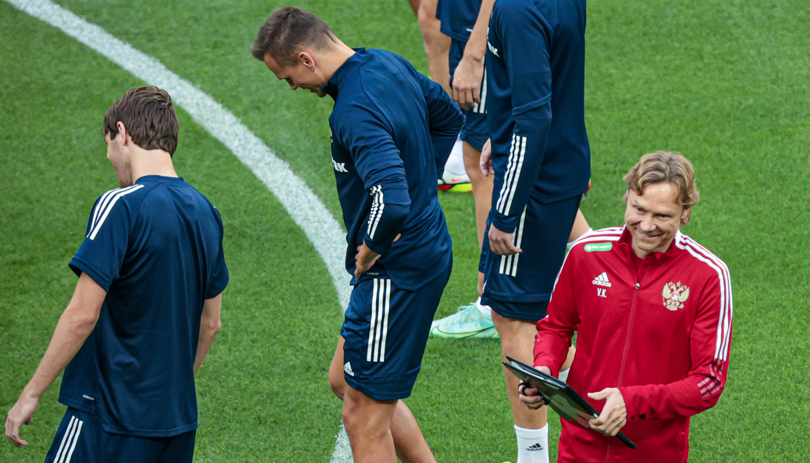 Валерий Карпин на тренировке сборной России