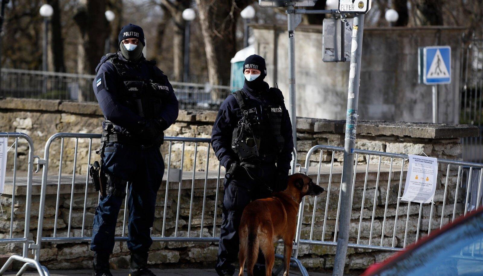 Seadusesse on lisatud võimalus kaasata politseid ja teisi korrakaitseorganeid terviseameti ülesannete täitmisse.