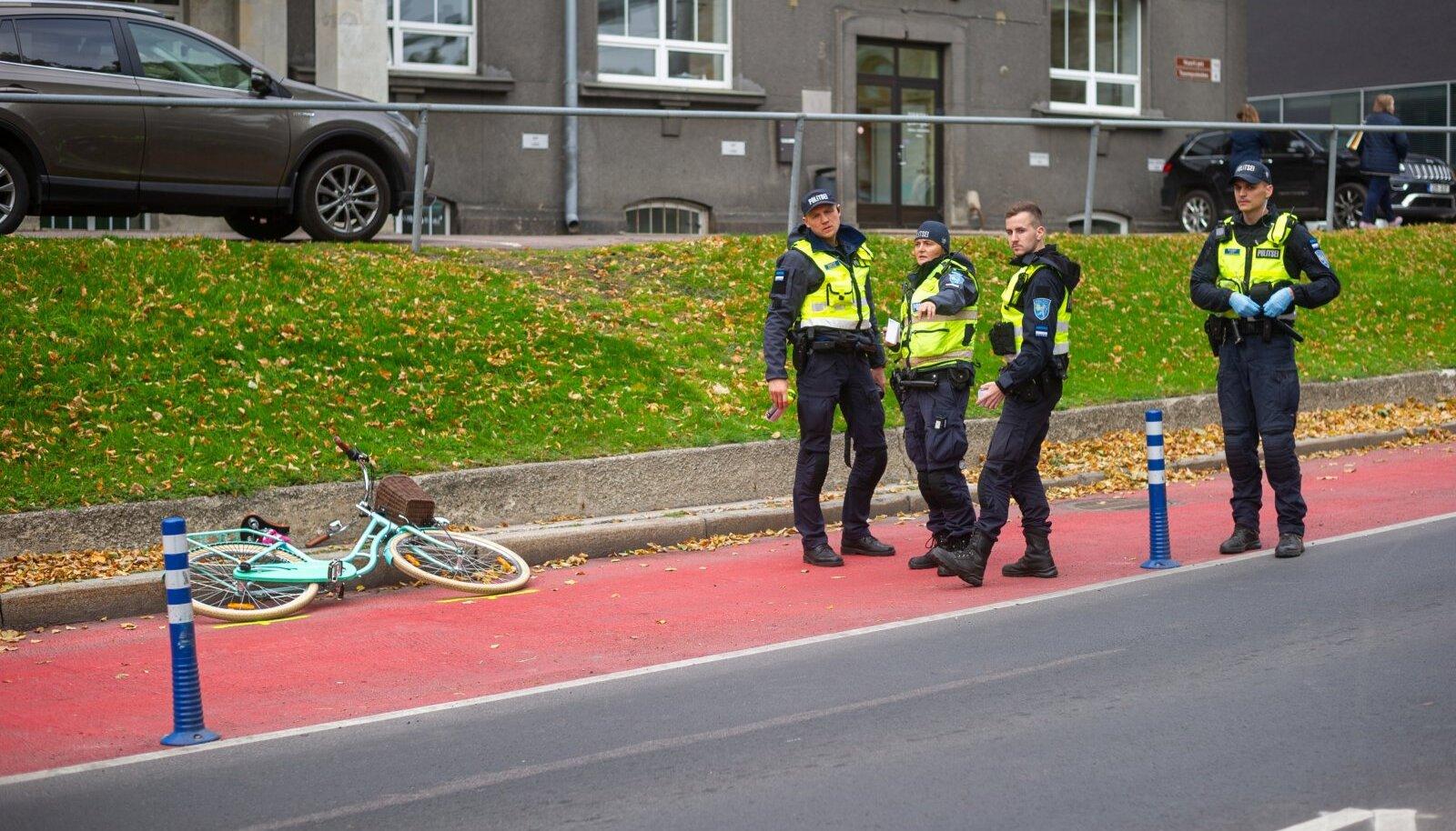 Tallinnas Kaarli kiriku juures juhtus õnnetus ratturiga.
