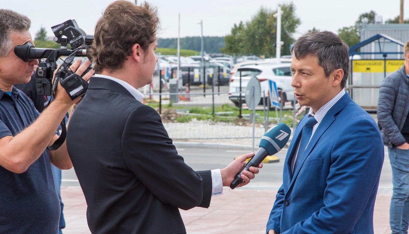 Tallinna linn maksab PBK-le 715 000 eurot aastas. Pildil annab linnapea Mihhail Kõlvart Vene kanalile intervjuud.