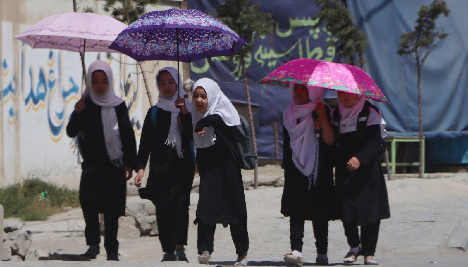 Afganistani pealinna Kabuli koolitüdrukud saavad praegu veel haridust omandada, aga kui Taliban jätkab ainult kenade lubaduste andmist, mitte tegutsemist, ei pruugi see niimoodi jääda.