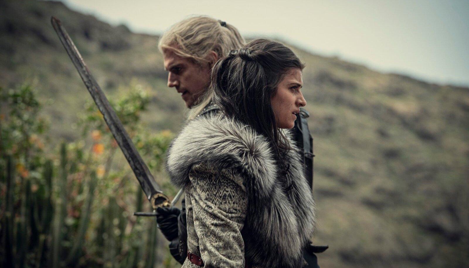 Geralt (Henry Cavill) ja Yennefer (Anya Chalotra) käivad kumbki oma teed, kuid saatus viib nad ikka ja jälle kokku.