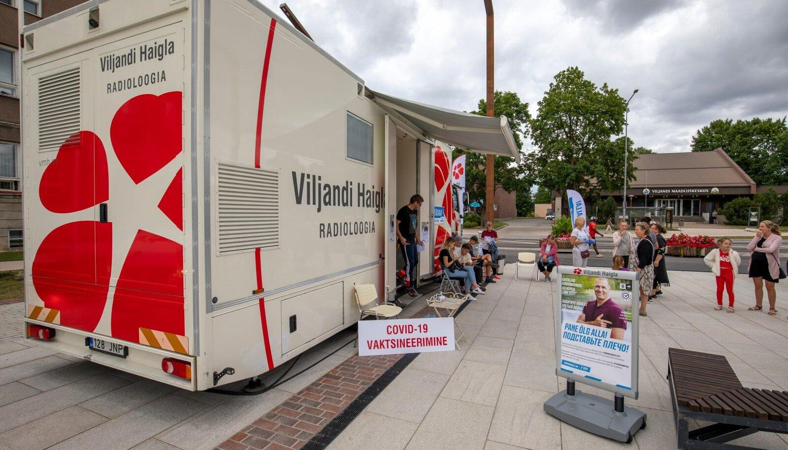 Viljandi haigla vaktsineerimisbuss Viljandis