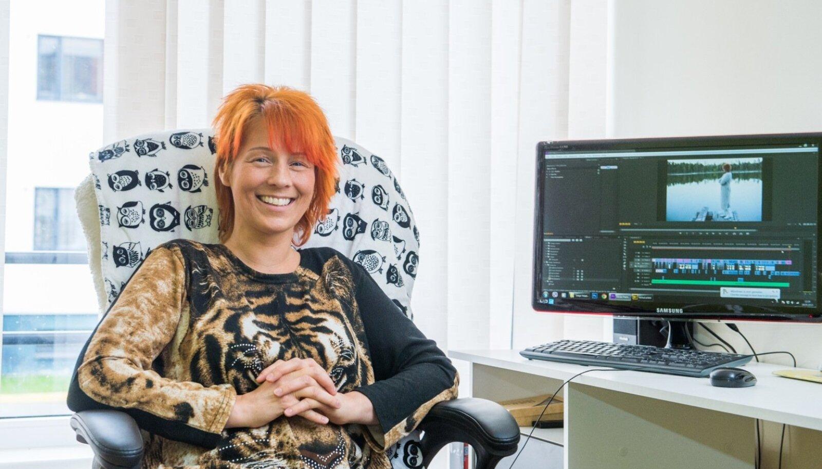 Ma olen nagu akvaariumis kuldkalake, kes maailmaga ei suhestu, naerab Lea Dali Lion. Arvutiekraanilt näeme üht kaadrit tema peagi valmivast uuest videost.